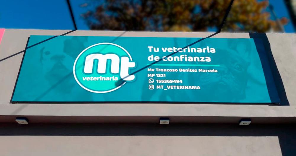 MT Veterinaria cartel de lona con estructura de caño